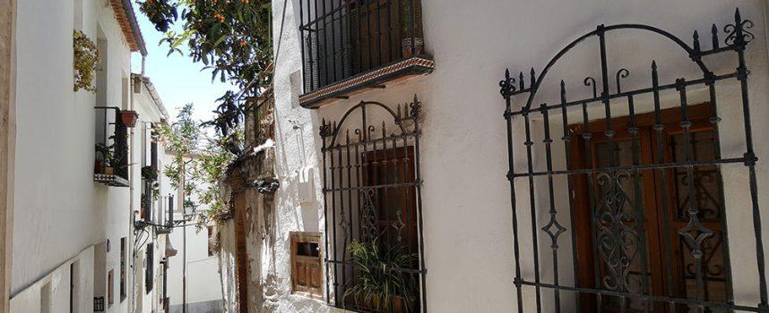 """""""Caminando por el barrio"""".  María del Carmen Gutierrez"""