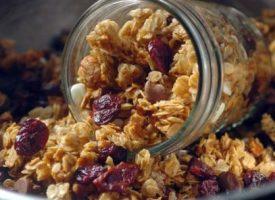 Snack saludable: receta de granola y barritas de cereales
